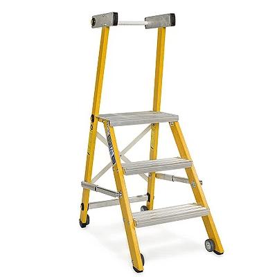 סולם מדרגות מתקפל מפיברגלס עם ידית וגלגלים – מקצוענים סולמות חגית